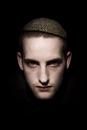 Portret mishandelde Joodse jongen