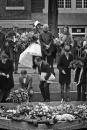 Dodenherdenking bij het homomonument