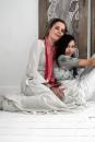Portret Aldi Wendelaar Bonga en haar dochter Novya Landegent