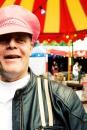 Amsterdamse nichten met de bus naar de Roze Kermis