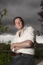 Portret schilder schrijver en filmmaker Dick Tuinder